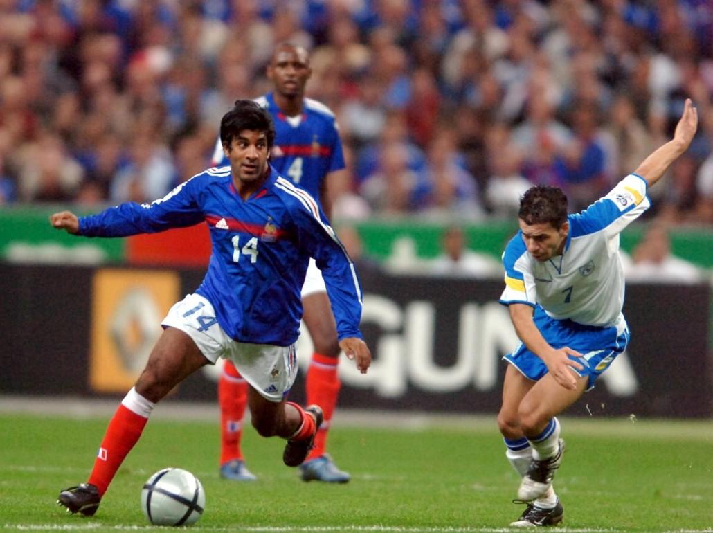 Eliminatoires de la Coupe du monde 2006. France-Chypre. Victoire de la France 4-0. La France se qualifie pour la Coupe du monde en Allemagne  grâce à sa victoire et au match nul 0-0 entre l'Eire et la Suisse.  dhorasoo (vikash)
